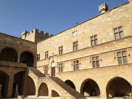 Palace of Grand Master of Knights: Veduta della corte interna del Palazzo