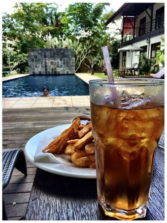 Basaga Holiday Residences : Plum Juice + Wedges by the pool