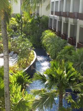 SENTIDO Graceland Khao Lak Resort & Spa: vue sur la piscine