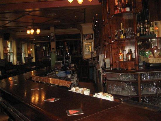 Ryan's Bar & Cafe: The bar