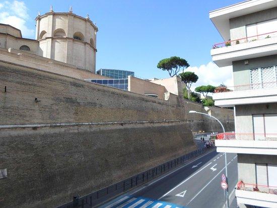 Hearth Hotel: Vue de la chabre sur le musée du vatican