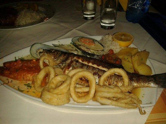 Captains Restaurant: Pesce semplicemente squisito oltre che di proporzioni esorbitanti! Per un amamnte del pesce un c
