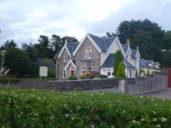 Buccleuch Guest House : View of the front of the B&B