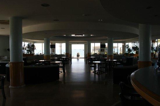 Hotel Caprici: Отель и местность