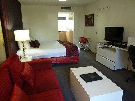 City Golf Club Motel: Loung, Bed & TV