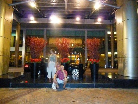 Hotel Novotel Kuala Lumpur City Centre: Перед входом