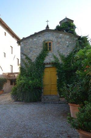Villa Montaperti: La chiesetta del 700 adiacente la struttura