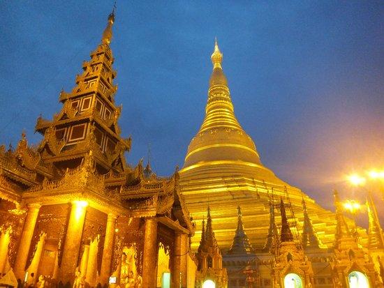 Shwedagon Pagoda: ライトアップ
