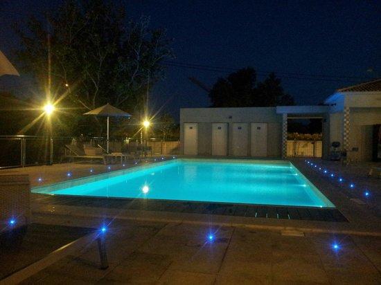Hotel Poretta: piscine de nuit