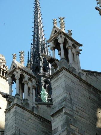 Catedral de Notre Dame: Изваяния апостолов