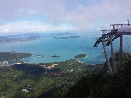 Langkawi Cable Car (Panorama Langkawi Sdn Bhd): View from the summit ... The highest point from the 3rd cable car station. Simply breathtaking.