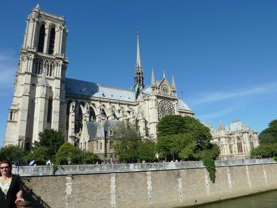 Catedral de Notre Dame: Вид с Сены