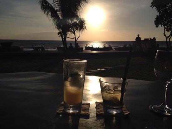 Qunci Villas Hotel: Happy hour