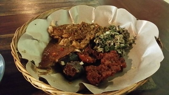 Warung Babi Guling Ibu Oka 3: assorted meat and veges