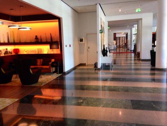 Le Méridien Hamburg: Lobby
