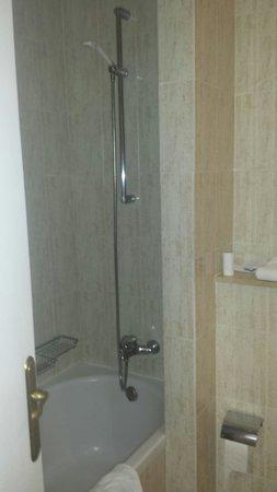 IFA Buenaventura Hotel: salle de bain coin bain