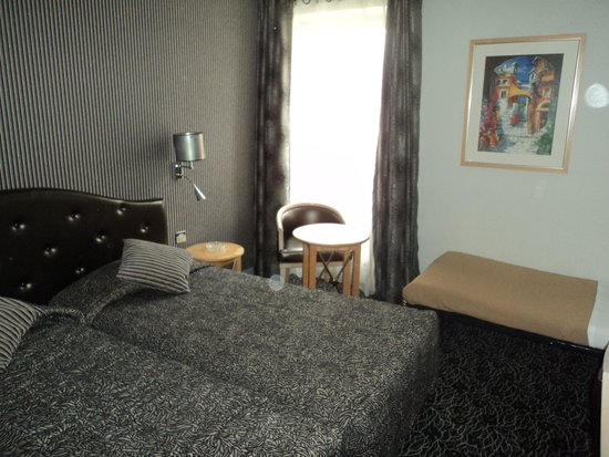 Hotel Central Saint Germain: Room (twin with extrabed)