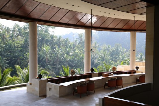 Four Seasons Resort Bali at Sayan: Beautiful lobby amidst the trees