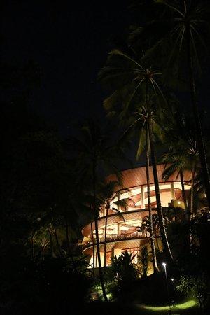 Four Seasons Resort Bali at Sayan : Night view of the main building