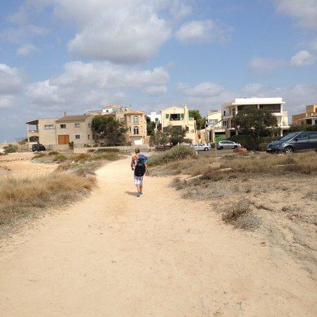 Playa de Es Trenc: 10 tot 15 min lopen daarna rustiger gedeelte, bij de parkeerplaats rechts afslaan
