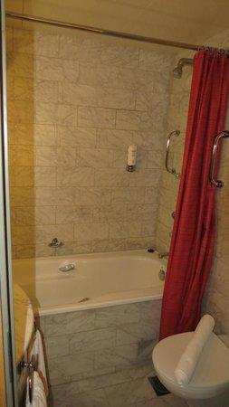 Radisson Blu Royal Hotel, Helsinki: bathroom