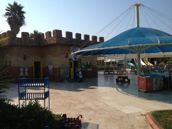 Crystal Admiral Resort Suites & Spa: Kids play zone