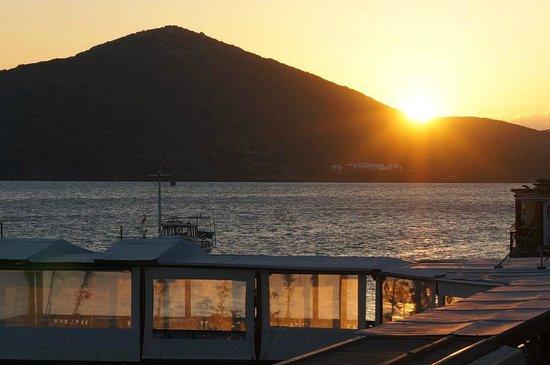 Hotel Aristea: встречаем рассвет на балконе