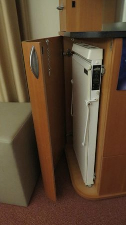 Radisson Blu Royal Hotel, Helsinki: trouser press