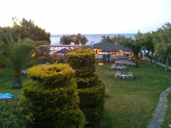 Zante Fiore Studios: The view from the rooms is even better in the evening