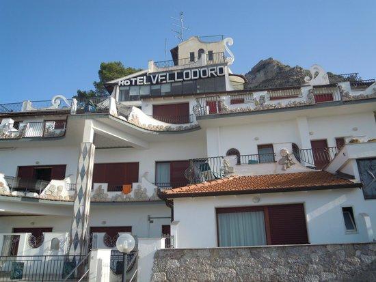 Vello D'Oro Hotel: Excellent location