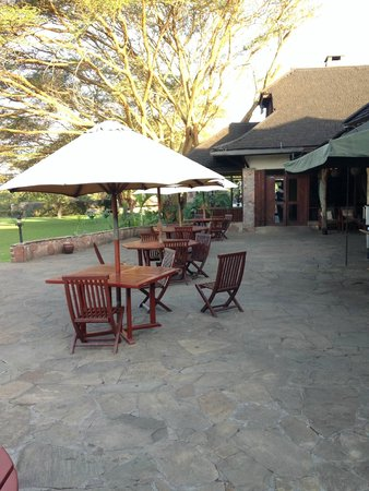 Keekorok Lodge-Sun Africa Hotels: Outside dining area