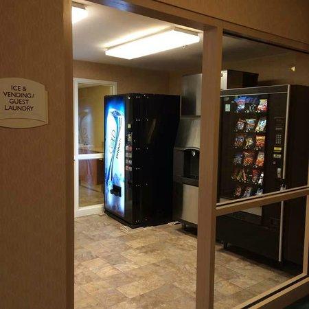 Residence Inn Washington, DC/Capitol: Ice and Vending Area