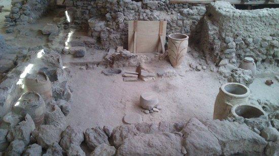 Akrotiri Archaeological Site: interno2