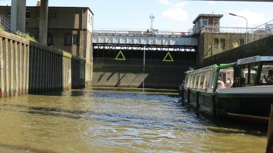 Landungsbrücken: Slusen