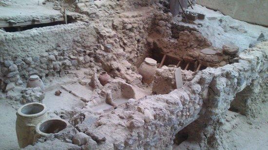 Akrotiri Archaeological Site: interno3
