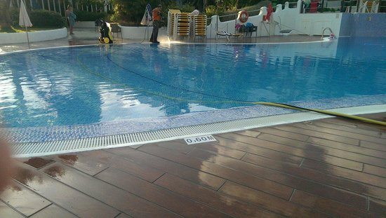 Club Martha's Aparthotel: Live cables in the pool , we were told it was OK to swim