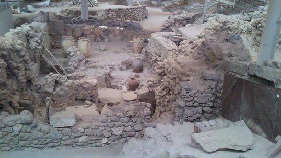 Akrotiri Archaeological Site: interno4