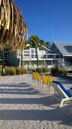 Ibis Bay Beach Resort: The front of the hotel.