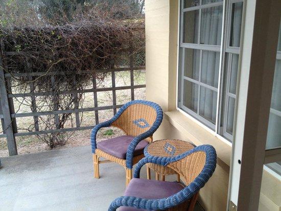 Vineyard Cottages and Cafe: Cottage front porch