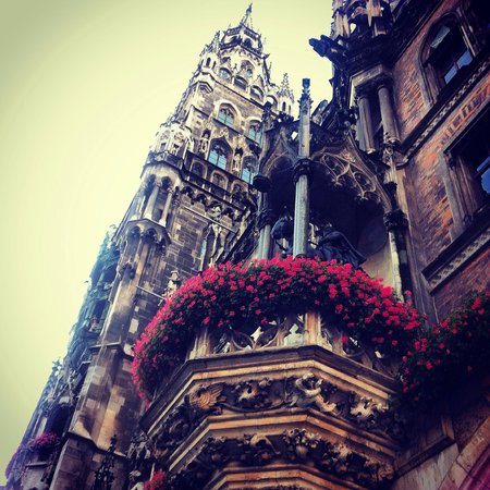 Neues Rathaus: Visited on a layover, beautiful