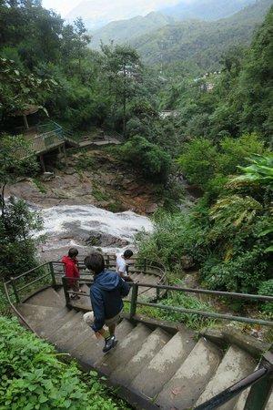 Thac Bac Waterfall (Silver Falls) : escalier de descente