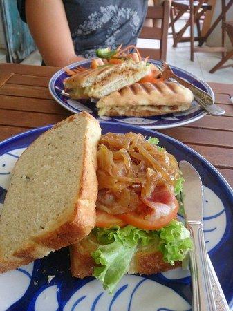 Epic Arts Cafe: L'endroit à ne pas louper à Kampot si on veut bien manger pour pas cher. Un endroit propre où on