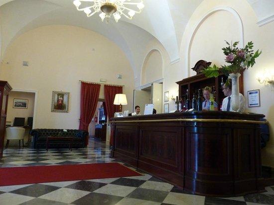 Hotel San Giorgio: Reception desk