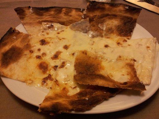 Hotel Da O' Vittorio: Focaccia di Recco al formaggio