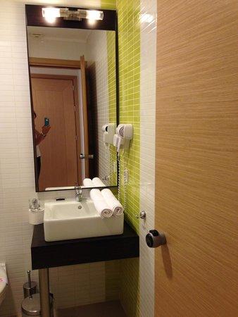 Amalthia Beach Resort: Bathroom in room 78