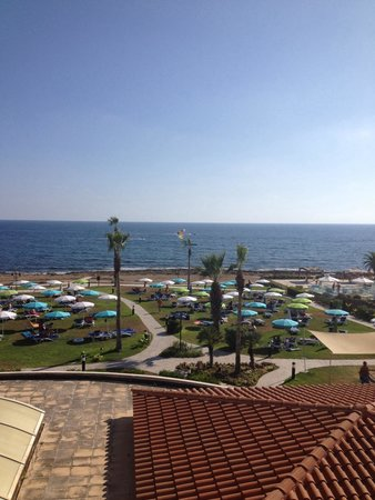 SENTIDO Cypria Bay: Plenty of space between sunbeds