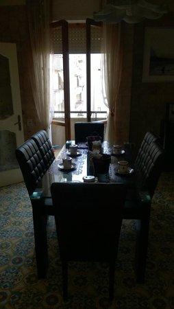 B&B Via Cosimo De Giorgi : La sala della colazione