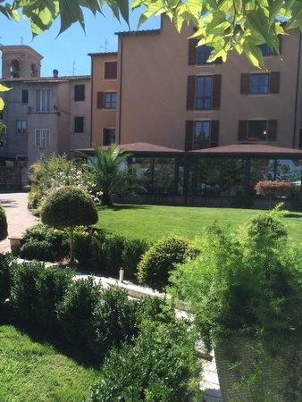 Hotel Al Grappolo d'Oro : Giardino e hotel