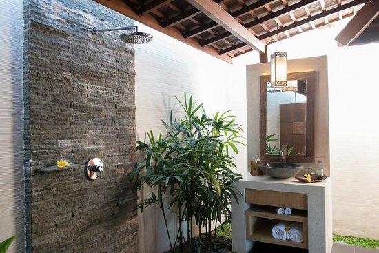 Black Penny Villas Ubud: Shower area