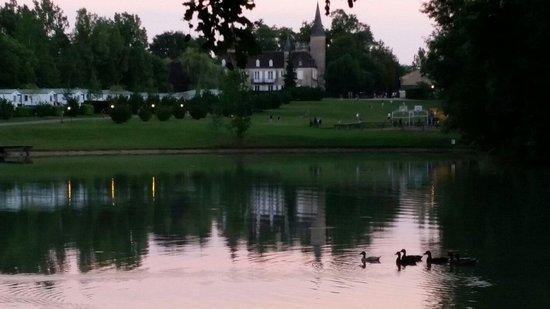 Yelloh ! Village Château de Fonrives : La vue du lac..😊😊😊